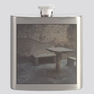 Table and bench Flask