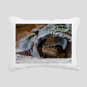 leopard geckos house Rectangular Canvas Pillow