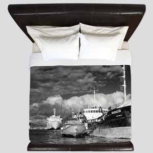 Ships at the harbor King Duvet