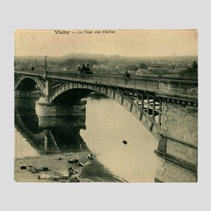 Le Pont sur l'Allier, Vichy France V Throw Blanket