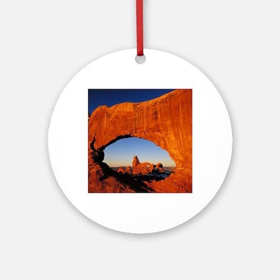 Arches Round Ornament