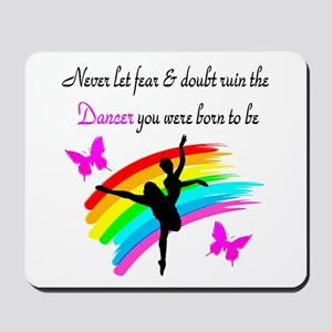 JOYFUL DANCER Mousepad