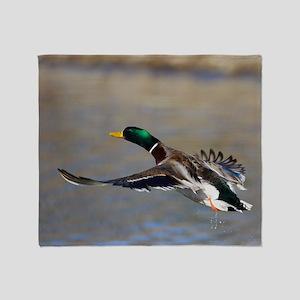duck in flight Throw Blanket