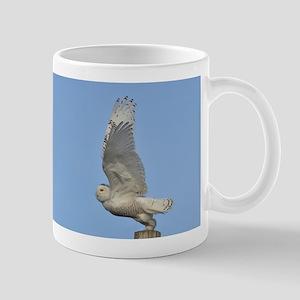 Snowy taking flight Mug