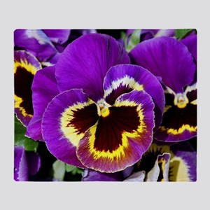 Beautiful purple pansy Throw Blanket