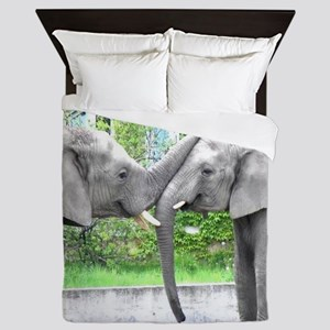 Love Kiss and hug elephants lovers Queen Duvet