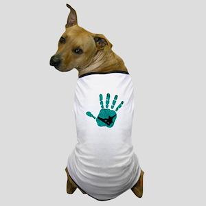 HANDS ON SNOWBOARDING Dog T-Shirt