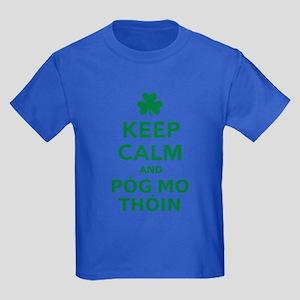 Keep calm and póg mo thóin Kids Dark T-Shirt