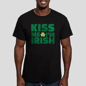 Kiss me I'm Irish shamrock Men's Fitted T-Shirt (d