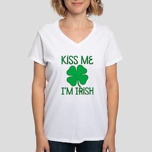 Kiss Me I'M Irish Women'S Women'S V-Neck T-Shirt