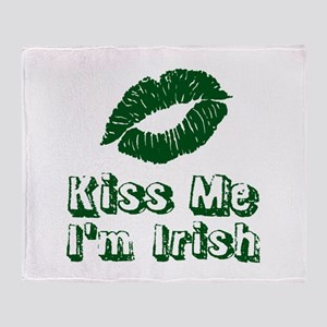 Kiss me Im Irish | Green lips Throw Blanket