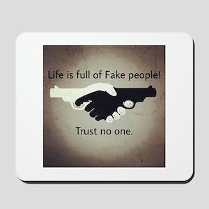 Trust noone Mousepad