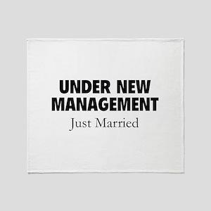 Under New Management. Just Married. Stadium Blanke