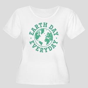 Vintage Earth Women's Plus Size Scoop Neck T-Shirt