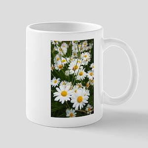 Meadow of daisies Mugs