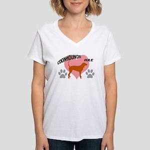 coonhounds rule w/ heart Women's V-Neck T-Shirt