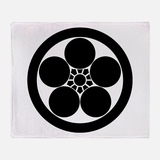 Umebachi-style plum blossom in circl Throw Blanket