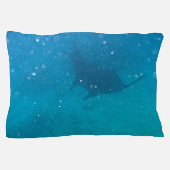 Manta ray filter feeding Pillow Case
