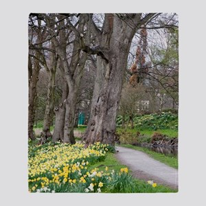 Daffodils in Bute Park Throw Blanket