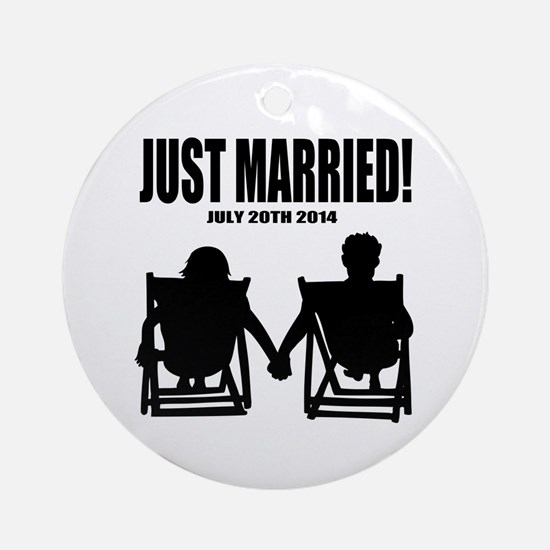 Just Married | Personalized wedding Ornament (Roun