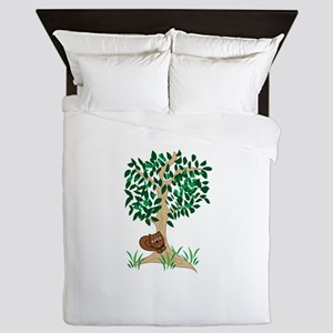 Squirrel In Tree Queen Duvet