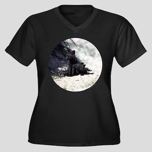 Fox Women's Plus Size V-Neck Dark T-Shirt