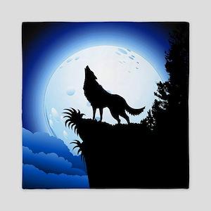 Wolf Howling at Blue Moon Queen Duvet