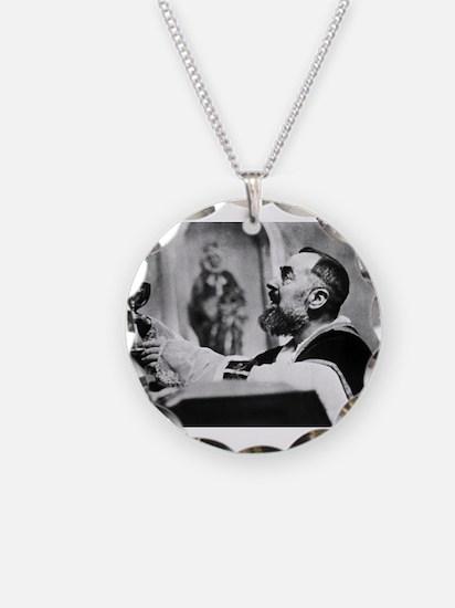 Unique Pio Necklace
