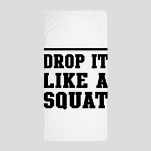Drop it like a squat 2 Beach Towel