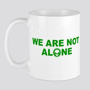 WE ARE NOT ALONE T-SHIRT SCIE Mug