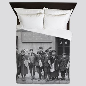 Delivering the Sunday Papers, 1909 Queen Duvet