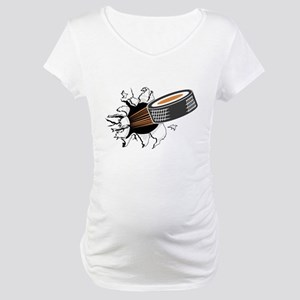 FIN-hockey-puck-tearing Maternity T-Shirt