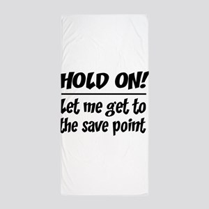 Hold on! save point Beach Towel