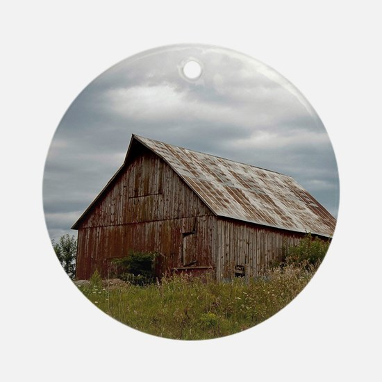 Vintage Iowa Barn  Round Ornament