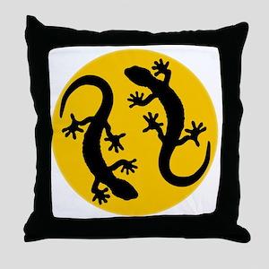 Zwei Geckos Throw Pillow