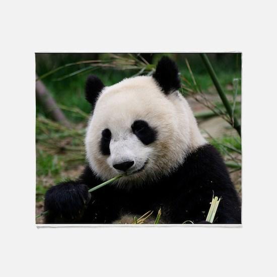 Cute Giant panda Throw Blanket
