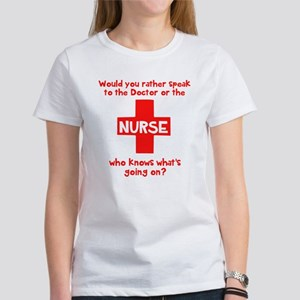 Nurse knows Women's T-Shirt