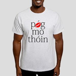 Póg Mo Thóin - Black Text Light T-Shirt