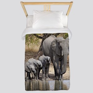 Elephant mom and babies Twin Duvet