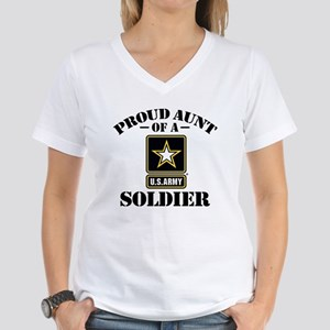 Proud U.S. Army Aunt Women's V-Neck T-Shirt