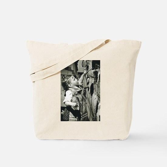 camara artisteMara Tote Bag