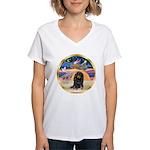 XmasStar/Dachshund LH Women's V-Neck T-Shirt