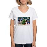 XmasMagic/Sheltie (7R) Women's V-Neck T-Shirt