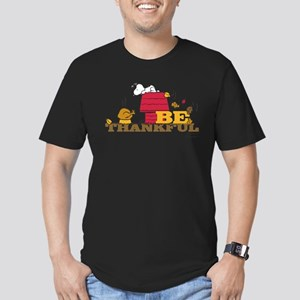 Snoopy: Be Thankful Men's Fitted T-Shirt (dark)