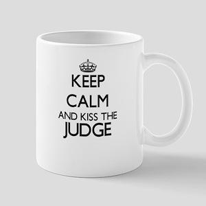 Keep calm and kiss the Judge Mugs