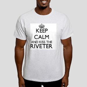 Keep calm and kiss the Riveter Light T-Shirt