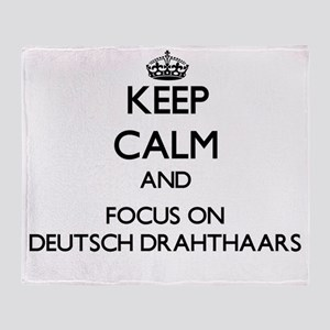Keep calm and focus on Deutsch Draht Throw Blanket