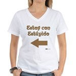 Estoy con Estupido Left Women's V-Neck T-Shirt