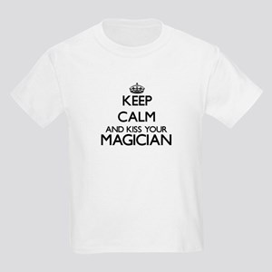 Keep calm and kiss your Magician T-Shirt