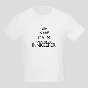 Keep calm and kiss an Innkeeper T-Shirt